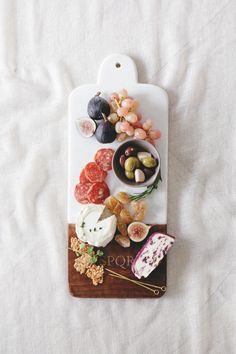 a custom monogram charcuterie board for fall entertaining from @shutterfly!