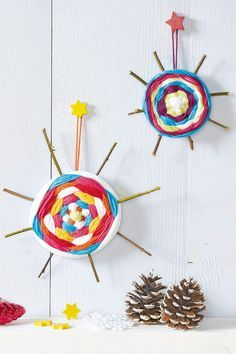 Ästchen und Wolle und schon können Sie daraus wunderschöne Weihnachtsdeko basteln. Los geht's mit dem Stern weben!