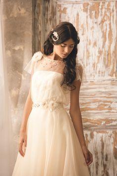 a40a15f4bede 9 fantastiche immagini su Abiti da sposa