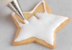 Our detailed cookie decorating guide covers cookie recipes, selected icings, and key techniques for creating your most creative, beautiful cookies ever. Cookie Tutorials, Cake Decorating Tutorials, Cookie Decorating, Icing Frosting, Cookie Icing, No Cook Desserts, Sweets Recipes, Sweet Cookies, Sugar Cookies