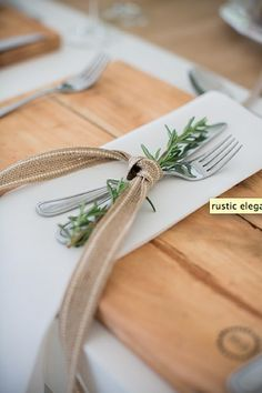 Pretty Thanksgiving Table Ideas - Shine Your Light Hosting Thanksgiving, Thanksgiving Table, Christmas Tables, Thanksgiving Centerpieces, Holiday Tables, Rustic Wedding, Wedding Reception, Our Wedding, Wedding Ideas