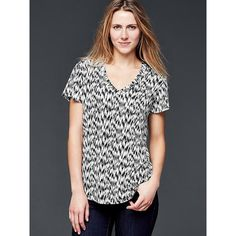 Gap Printed Linen Tee ($21) ❤ liked on Polyvore featuring tops, t-shirts, regular, linen t shirt, black and white t shirt, short sleeve v neck t shirt, v-neck tee and oversized t shirts