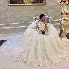 #jeitodemenina69 #weddingdresses #weddingdress #wedding #dress #dresses #noivas #noiva #brides #bride #bridal #bridals #vestidodenoiva #vestido #vestidos #cute #love #ensaiofotografico #tbt #perfect #perfeito #ensaiofotograficofeminino  #photooftheday #photos #fotografias #photo #fotografia #foto #pictures #picture