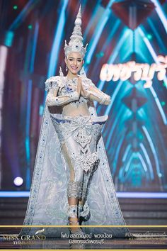Miss Grand Thailand 2017 'Phetchaburi' Thailand National Costume, Thailand Costume, Thai Fashion, Weird Fashion, Pageant Makeup, Beauty Pageant, Thai Traditional Dress, Traditional Outfits, Recycled Dress