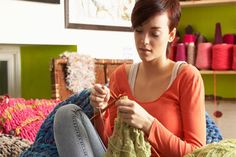 lovem-mulher-tricotando.jpg 600×400 pixels