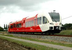 Een Nederlands dieseltreinstel GTW in Bunde.