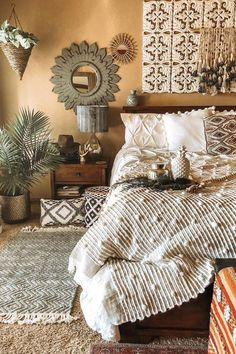 Bohemian decor Bohemia room decoration and bed design ideas . Bohemian Bedroom Design, Romantic Bedroom Decor, Bohemian Decor, Diy Bedroom Decor, Design Bedroom, Dark Bohemian, Bohemian Bedrooms, Vintage Bohemian, Modern Bohemian