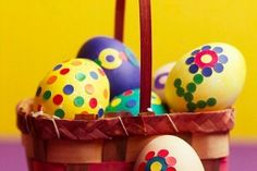 Fun and simple Easter crafts for kids are a great way to get them excited for Easter Sunday. These Easter crafts are easy to make and pretty to look at. Easter Egg Dye, Hoppy Easter, Easter Bunny, Easter Projects, Easter Crafts For Kids, Easter Ideas, Diy Ostern, Easter Holidays, Egg Decorating