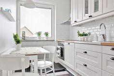 Har suttit och kikat på hemnet efter olika kök. Vill inte fastna vid ett kök för snabbt så försöker titta på en del olika kök. Gemensamt för de som jag fastnar för är i alla fall att de är ljusa kök!…