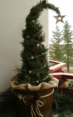 How to Make a Grinch Christmas Tree: 12 DIY Decoration Ideas Ribbon On Christmas Tree, Christmas Decorations For The Home, Cool Christmas Trees, Grinch Christmas, Christmas Tree Toppers, Rustic Christmas, Christmas Tree Decorations, Christmas Time, Christmas Crafts