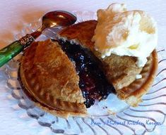 Mini Pies ~ Blueberry & Apple Too using the Breville Personal Pie Maker… Mini Blueberry Pies, Mini Apple Pies, Mini Pies, Blueberry Recipes, Mini Pie Recipes, Waffle Maker Recipes, Easy Recipes, Mini Desserts, Just Desserts
