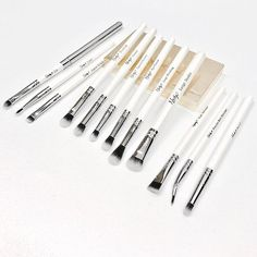 All your eye brushes in one set ready for action ✨ Eyeshadow Brush Set, Eye Makeup Brushes, Shed Design, Makeup Storage, How To Apply, Action, Make Up Storage, Group Action