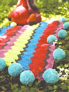 Free pattern to knit a pompom blanket
