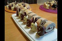 Biskuitrolle mit rosa Buttercreme, ein tolles Rezept aus der Kategorie Kuchen. Bewertungen: 10. Durchschnitt: Ø 3,3.