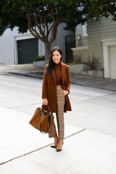 look in earthy tones; - Wear to Work Outfits Mode Outfits, Chic Outfits, Fall Outfits, Fashion Outfits, Winter Outfits Women 20s, Plaid Outfits, Marine Look, Elegantes Outfit, Work Chic