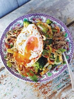 Hungover noodles: Crunchy veg, egg noodles & a runny egg! This super-tasty, quick noodle recipe is perfect when you're feeling a little down in the dumps A great looking dish. Who needs a hangover to eat this! Plats Healthy, Tasty, Yummy Food, Vegetable Recipes, Vegetarian Recipes Noodles, Healthy Noodle Recipes, Healthy Food, Dinner Recipes, Dessert Recipes