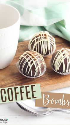 Hot Chocolate Coffee, Hot Chocolate Gifts, Christmas Hot Chocolate, Chocolate Bomb, Hot Chocolate Bars, Hot Chocolate Recipes, Fun Baking Recipes, Candy Recipes, Cooking Recipes