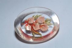 BEAUTIFUL VINTAGE REVERSE CARVED LUCITE BROOCH