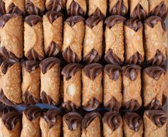 Cannoli with chocolate custard - Dominique Rizzo Cannoli Shells, Kitchenware Shop, Cannoli Filling, Chocolate Custard, Custard Recipes, Pasta Machine, Egg Wash, Recipe Steps, Recipe Collection