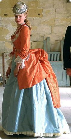 1870's dress... love it, esp. the colors...and the skirt goes all the way to the floor! YAY!