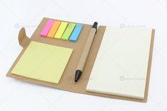 Bloquinho reciclado de notas com fecho de papel, caneta e 6 bloquinhos coloridos de stickers. A linha de papelaria é uma ótima opção custo benefício.