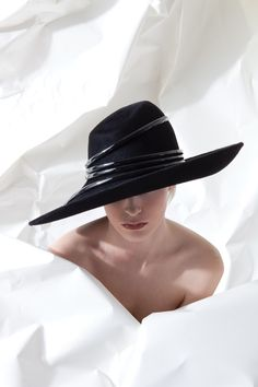 Galleries of haute couture and ready to wear hat collections and handbags. Capsule Wardrobe, Philip Treacy Hats, Hat Blocks, Stylish Hats, Fancy Hats, Love Hat, Derby Hats, Headgear, Hats For Women