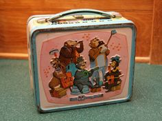 Besides the classic country music, the thing I remember most about the Country Bear Jamboree is the image found on this classic lunchbox (I'm sure I'm not alone).
