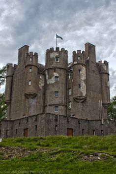 Scotland Castles, Scottish Castles, Highlands Scotland, Skye Scotland, Chateau Medieval, Medieval Castle, Places To Travel, Places To See, Late Middle Ages