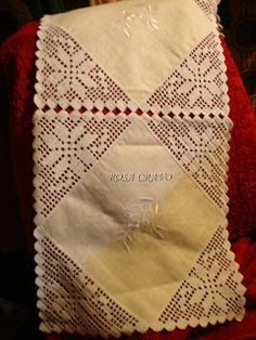 This Pin was discovered by Тат Crochet Bedspread, Crochet Quilt, Crochet Tablecloth, Filet Crochet, Crochet Doilies, Diy Crafts Crochet, Crochet Home, Love Crochet, Learn To Crochet