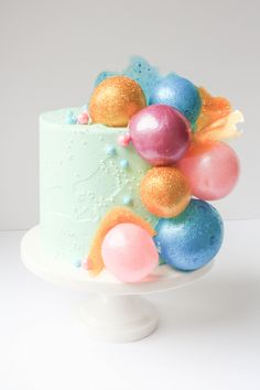Pop, pop, fizz, fizz! Learn how to make gelatin bubbles that will make you look like a cake decorating whiz.