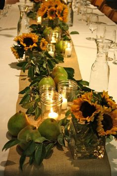 fruit and floral table top. Pears, bay leaves, burlap table runner & sunflowers with candles in mason jars Sunflower Centerpieces, Table Centerpieces, Thanksgiving Tablescapes, Outdoor Thanksgiving, Thanksgiving Decorations, Decoration Evenementielle, Fru Fru, Burlap Table Runners, Beautiful Table Settings
