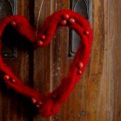 Wełniane serca - dekoracja walentynkowa lub prezent. by dać komuś serce...  Valentine's Day decor or a gift.  by Gałecka Dekoracje