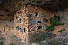 Nicolas Combarro.  arquitectura antigua que resiste - Adobe