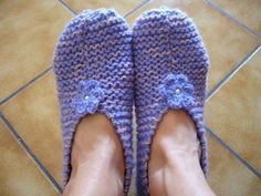 Someone asked me for the tutorial knit slippers. Knitted Booties, Knitted Slippers, Slipper Socks, Easy Knitting, Knitting Socks, Socks And Sandals, Knit Patterns, Knit Crochet, Blog