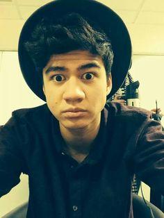 Lol he stole Ashtons hat cx