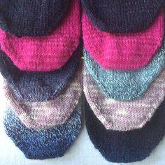 Jag har blivit smittad av en särdeles speciell sjuka, socksjukan. Mer om symtom och botemedel finns att läsa på min blogg. Länk finns i min bio! #knitting #stickar #knittersofinstagram #stickasockor #stickasockavarjedag #kammeborniajarbo15 #kammeborniasocks15 #sticklivet