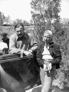 Martha Gellhorn et Ernest Hemingway, en Espagne, pendant la guerre civile, vers Ils se marient en Ernest Hemingway, Hemingway & Gellhorn, Martha Gellhorn, John Irving, The Sun Also Rises, Story Writer, Writers And Poets, People Of Interest, Artist Life