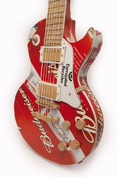Gibson Les Paul made out of Budweiser beer crates and cardboard, to match the beer crate shoes. Cardboard Guitar, Cardboard Box Crafts, Cardboard Sculpture, Cardboard Design, Johnny And June, Les Paul Guitars, Cool Guitar, Guitar Diy, Beautiful Guitars