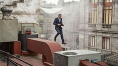 As its release date draws near, Spectre gets a new trailer, which unsurprisingly features a dapper James Bond (Daniel Craig). This year's installment sends Bond… 007 Contra Spectre, Spectre Movie, Spectre 2015, 007 Spectre, James Bond Suit, James Bond Style, James Bond Movies, Daniel Craig James Bond, Pierce Brosnan