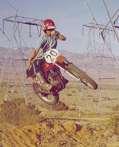 Old School dirtbike Trail Motorcycle, Dirt Bike Racing, Vintage Motocross, Vintage Racing, Bmx Pedals, Honda Dirt Bike, Enduro Motocross, Off Road Bikes, Japanese Motorcycle