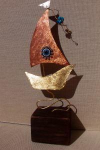 χειροποίητο καραβάκι μπρούτζος χαλκός σε ξύλινη βάση σημαιάκι αρζαντό και τυρκουάζ πέτρες χαολίτη μάτι στρας 24 Χ 7.50   17.00€ Metal Jewelry, Brooch, Christmas, Handmade, Life, Xmas, Manualidades, Hand Made, Brooches