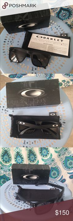Women's Oakley Sunglasses Women's Holbrook Oakley sunglasses, never worn. Frames are matte black with warm grey lenses. In brand new condition. Still have the box and warranty. Very cute but not my style. Can send more pictures if needed! Oakley Accessori