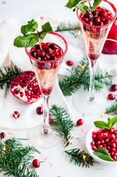 Cranberry Pomegranate Prosecco Sparklers - Aberdeen's Kitchen Cranberry Pomegranate Prosecco Sparklers recipe - An easy, simple, yet snazzy cocktail for the holidays, great for Christmas and New Years Eve! Prosecco Cocktails, Cocktail Drinks, Cocktail Recipes, Cocktail Ideas, Cocktail Club, Sangria Recipes, Christmas Cocktails, Holiday Cocktails, Holiday Parties