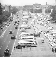1968-ban készült felvétel a Felvonulási térről. Old Photos, Vintage Photos, Anno Domini, Budapest Hungary, Good Old, Pretty Pictures, Places To Visit, Marvel, Outdoor
