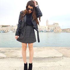 Si è vero, è arrivata la primavera ma il nero rimarrà sempre e comunque il mio colore preferito ❤︎ #black  skirt by @tankfashion_com