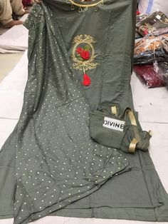 For details ping WhatsApp Number 09947840682 Different colours are available Hand Embroidery Dress, Embroidery Fashion, Stylish Dresses, Stylish Outfits, Fashion Outfits, Indian Designer Outfits, Indian Outfits, Sharara Designs, Indian Wear