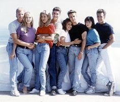 It's time to return to West Beverly Hills High…sort of. FOX has announced that they are reviving Beverly Hills, 90210 for a summer event series but there will be a twist. The six-episode event series [. Spice Girls, Fashion Kids, Men's Fashion, Beverly Hills 90210, 1990s Fashion Trends, Nineties Fashion, 1900s Fashion, Fashion Styles, Vintage Fashion