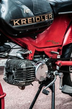 Moped Bike, 50cc Moped, Motorcycle Engine, Vintage Bikes, Design Thinking, Ducati, Cars And Motorcycles, Mopeds, Motorbikes