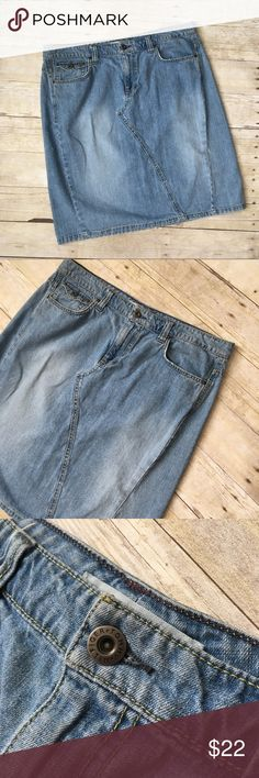 """Tommy Hilfiger Faded Denim Knee Length Skirt In excellent condition with little sign of wear and no flaws. Waist: 17.75"""". Length: 22"""". Tommy Hilfiger Skirts"""