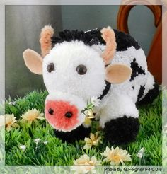 Kuh aus Pompons gebastelt